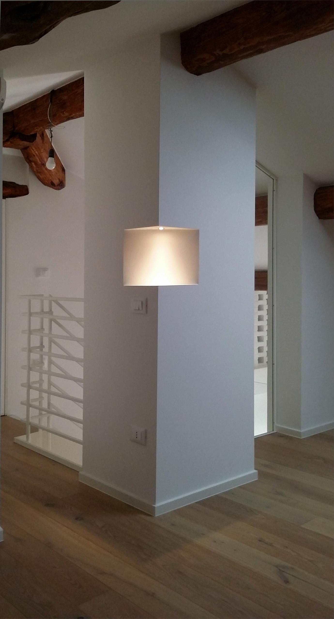 18_pilastro + luce